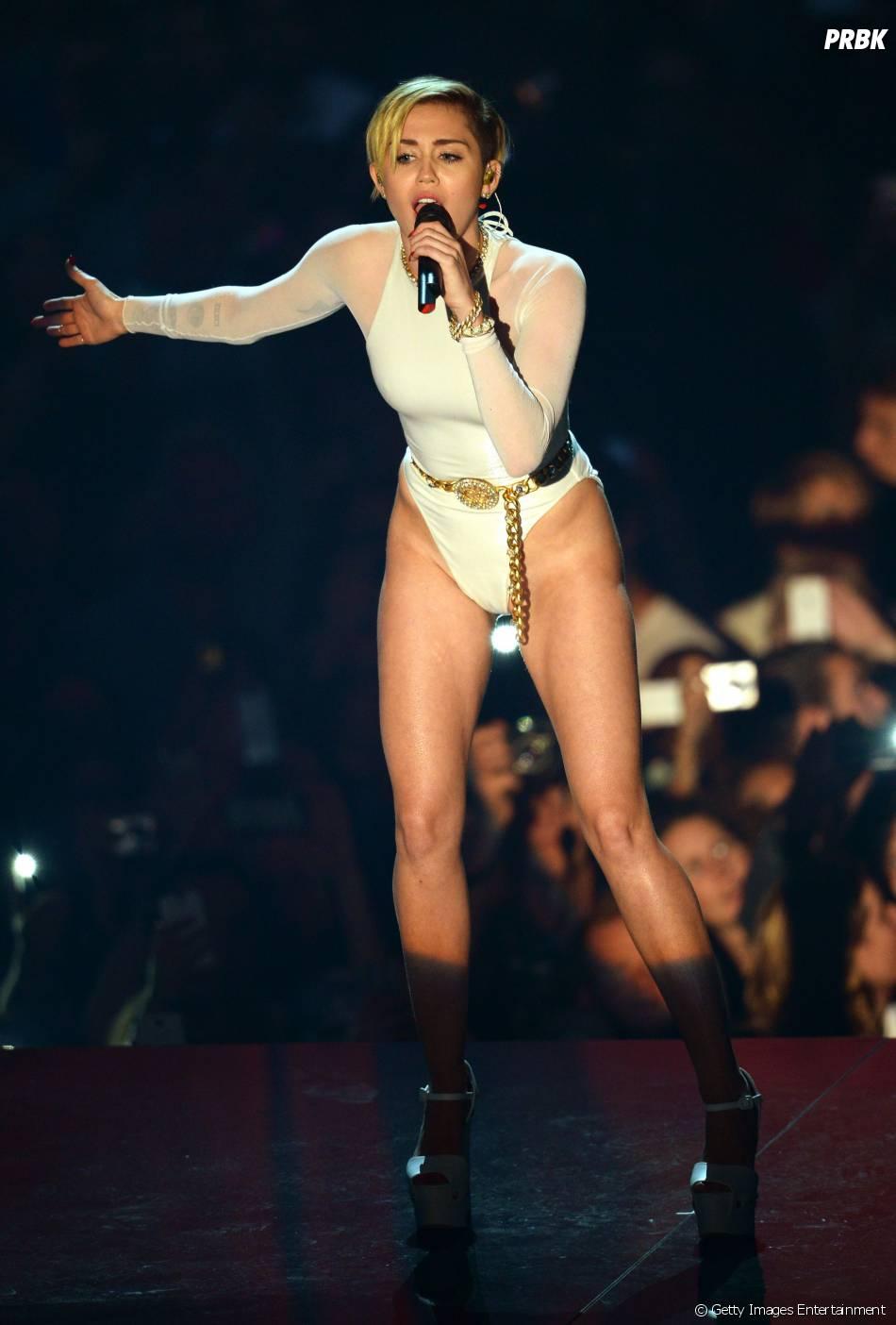 ema Miley awards cyrus