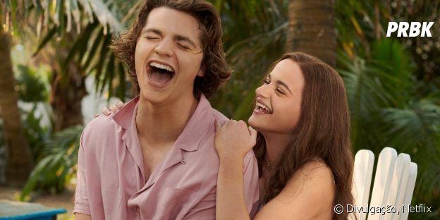 """Elle (Joey King) e Lee (Joel Courtney) são melhores amigos em """"A Barraca do Beijo"""" - e na vida real também"""