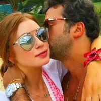 Marina Ruy Barbosa e Caio Nabuco beijam muito durante férias em Angra dos Reis