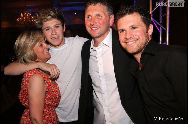 Apesar da vida corrida, Niall Horan está com a família sempre que pode