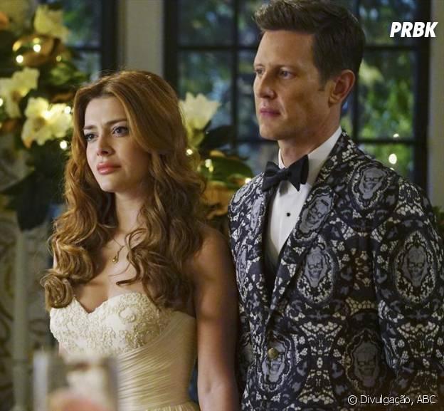"""Nolan (Gabriel Mann) e Louise (Elena Satine) estão noivos em """"Revenge""""!"""
