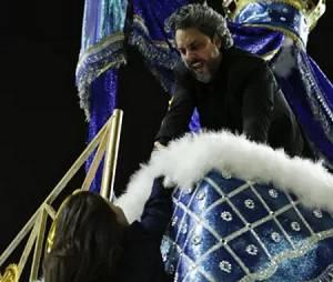 """Cora (Marjorie Estiano) leva um tiro no lugar de José Alfredo (Alexandre Nero) em """"Império"""""""