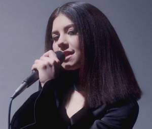 "Marina and the Diamonds, antes de tocar no Lollapalooza 2015, lança clipe de ""Forget"""