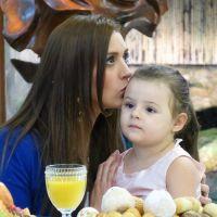 """Após """"BBB15"""", Tamires tem reencontro emocionante com filha"""