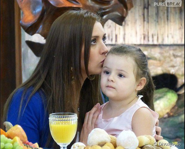 """Tamires, do """"BBB15"""", tem reencontro emocionante com a filha no programa """"Mais Você"""""""