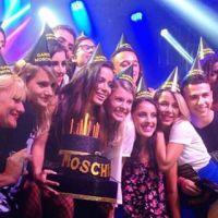 """Anitta ganha bolo de aniversário personalizado pelos fãs e brinca: """"Quase 50 anos"""""""