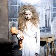 """Pegadinhas do """"Programa Silvio Santos"""": Menina Fantasma volta para assustar no metrô!"""