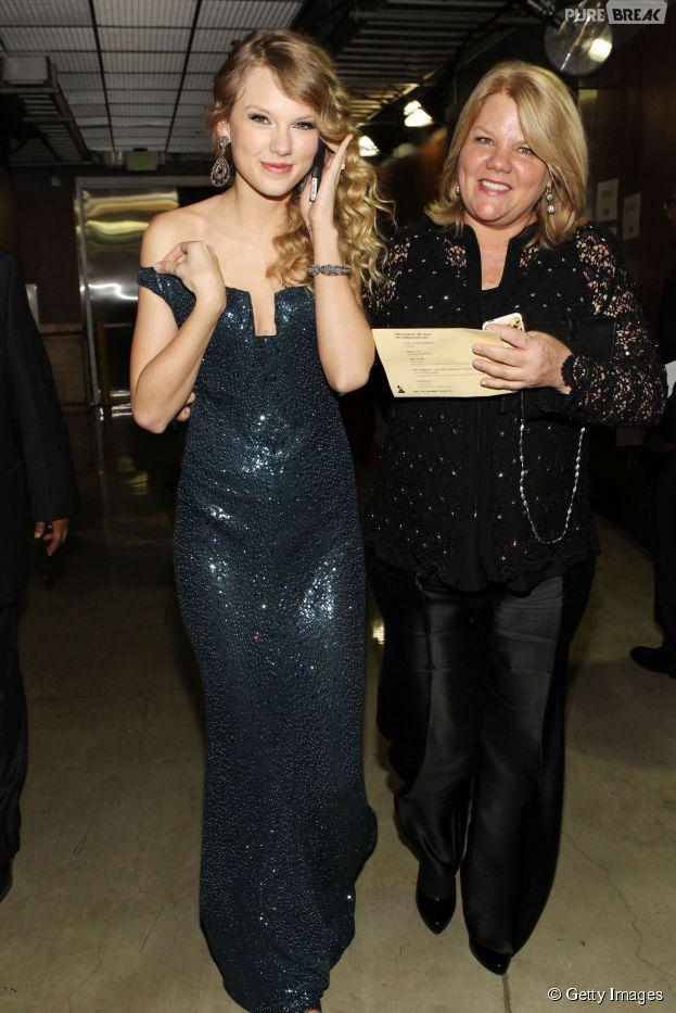 Taylor Swift anuncia que sua mãe está com câncer e recebe o apoio dos fãs