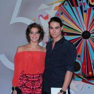 """Isabella Santoni e Rafael Vitti, de """"Malhação"""", posam grudadinhos durante festa de 50 anos da Globo"""