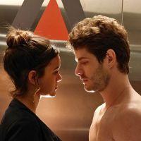 """Novela """"I Love Paraisópolis"""": Mari (Bruna Marquezine) e Ben se beijam e ficam sem roupa em elevador!"""