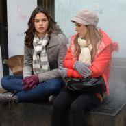 """Novela """"I Love Paraisópolis"""": Mari (Bruna Marquezine) e Danda pedem esmola em Nova York!"""
