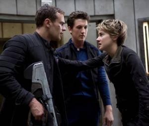 """A sequência """"Insurgente"""" conta com Shailene Woodley (Tris) e Theo James (Quatro) como os protagonistas"""