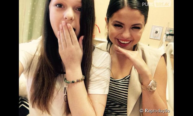 Selena Gomes faz surpresa emocionante para fã em hospital nos Estados Unidos