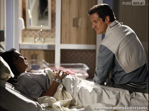"Ignácio (Carlos Machado) vai visitar a periguete Valdirene (Tatá Werneck) no hospital, em ""Amor à Vida"""