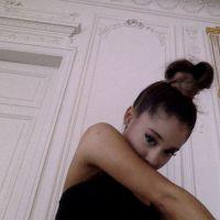"""Ariana Grande não se contém e revela nome de próximo álbum no Twitter: """"Moonlight"""""""
