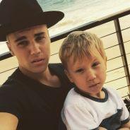 Justin Bieber posta foto no Instagram ao lado do irmão mais novo e impressiona fãs por semelhança