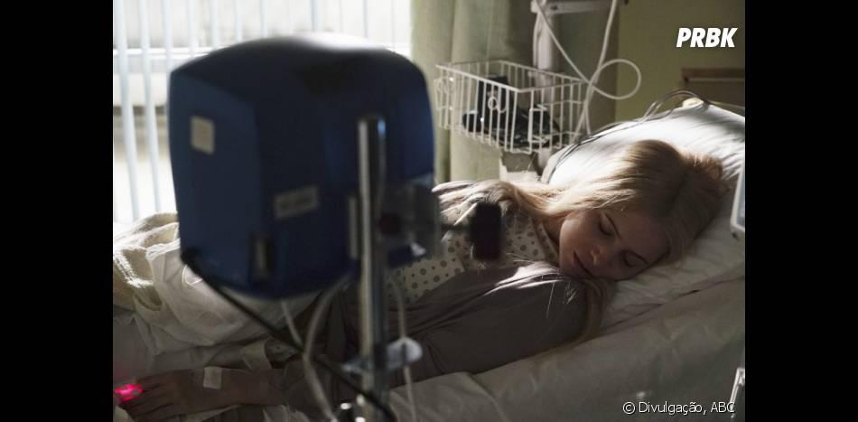 """Em """"Pretty Little Liars"""", Sara (Dre Davis) ficou inquieta no hospital"""