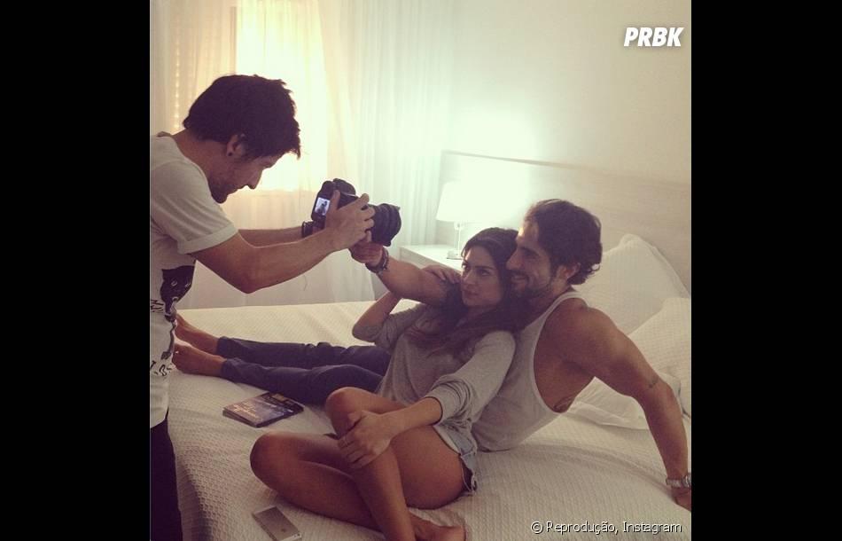 Thaila Ayala e Marcos Mion aparecem juntinhos em bastidores de clipe