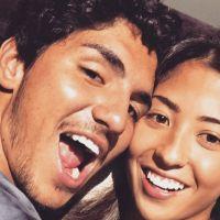 """Gabriel Medina publica foto com namorada surfista e fãs garantem: """"Shippando muito esse casal!"""""""