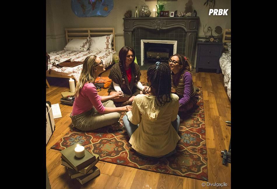 """No clipe de """"Black Magic"""", as gatas da Little Mix têm personagens e usam muito a comédia"""