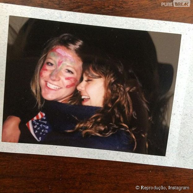 "Nina Dobrev, de ""The Vampire Diaries"", aparece em fotos zoeiras no Instagram com amiga Lane Cheek"