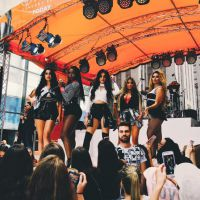 "Fifth Harmony arrasa no ""Today Show"" com apresentações de ""Worth It"", ""BO$$"" e ""Like Mariah"""