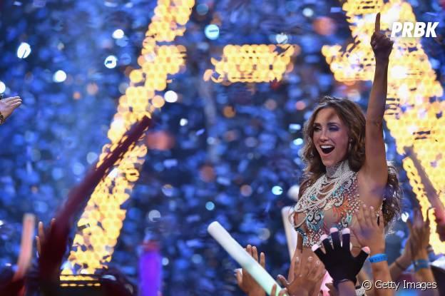 """Anahi levou o público dos Prêmios Juventud 2015 à loucura cantando """"Rumba"""", seu novo single!"""