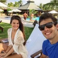 """Camila Queiroz, de """"Verdades Secretas"""", leva o namorado Lucas Cattani para as gravações da trama!"""