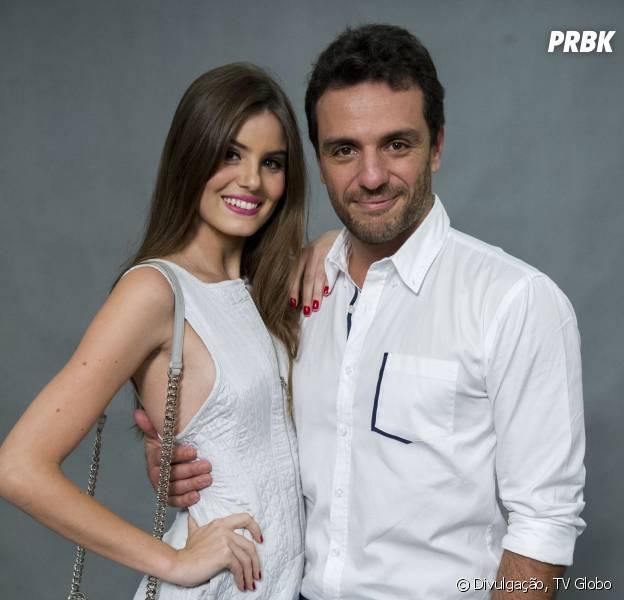 """Em """"Verdades Secretas"""", Angel (Camila Queiroz) e Alex (Rodrigo Lombardi) se beijam!"""