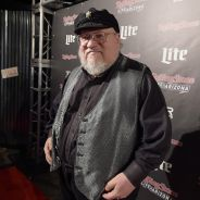 """De """"Game Of Thrones"""": George R.R. Martin conta que fim da série será parecido com """"Senhor dos Anéis"""""""