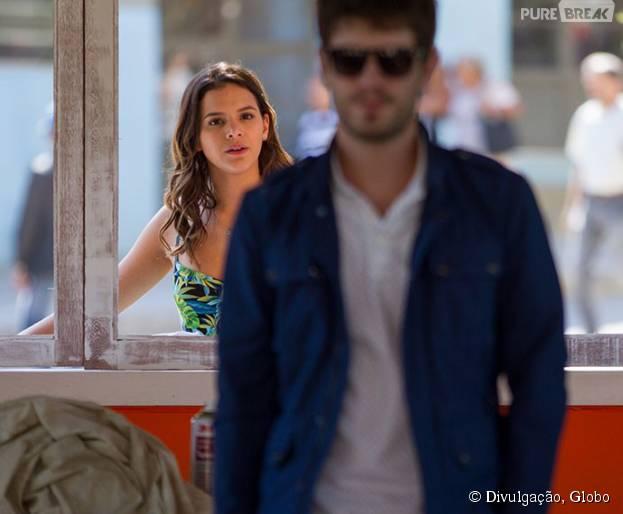 """Mari (Bruna Marquezine) briga com Ben (Maurício Destri) por causa de Margot (Maria Casadevall) em """"I Love Paraisópolis"""""""