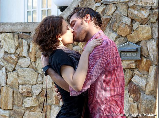 """Martin (Hugo Bonemer) pedirá Micaela (Lais Pinho) em namoro em """"Malhação""""!"""