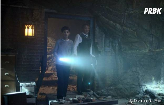 "Bruce Wayne (David Mazouz) encontra Batcaverna em ""Gotham""!"