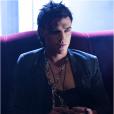 "Finn Wittrock mostra figura sombria de Tristan em ""American Horror Story: Hotel"""