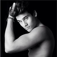 """De """"Malhação"""": Nicolas Prattes e as 15 melhores fotos sem camisa do namorado de Lívian Aragão!"""