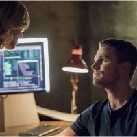 """Em """"Arrow"""": na 4ª temporada, Oliver abandona vida com Felicity e morte misteriosa marcam a estreia!"""