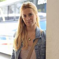 """Novela """"A Regra do Jogo"""": Carolina Dieckmann aparece sem maquiagem para interpretar nova personagem"""