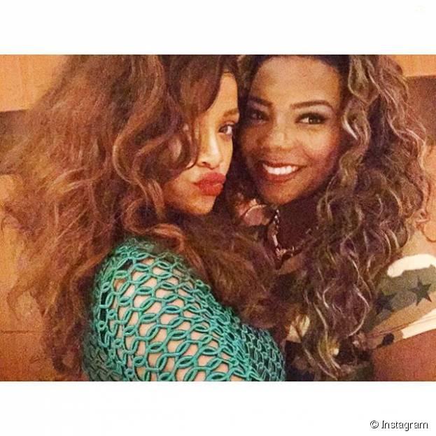 Rihanna e Ludmilla tiraram essa selfie pra mostrar que se deram super bem