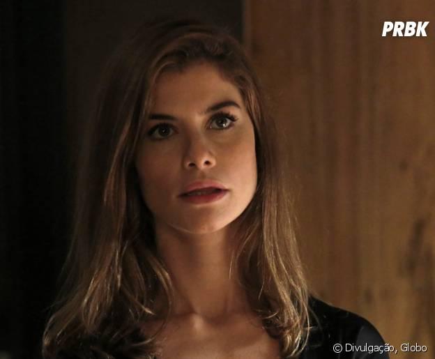 """Novela """"Além do Tempo"""": Lívia (Alinne Moraes) fica sem ação ao ver Felipe (Rafael Cardoso) e Pedro (Emílio Dantas) juntos"""