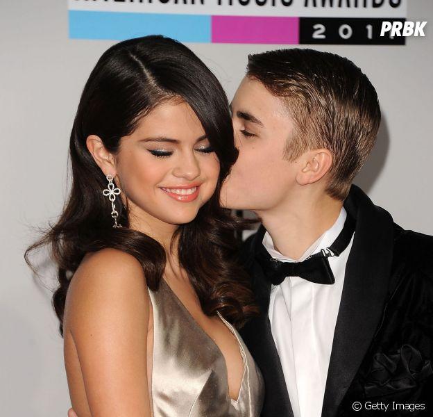 Justin Bieber e Selena Gomez são flagrados aos beijos após noite romântica em hotel!