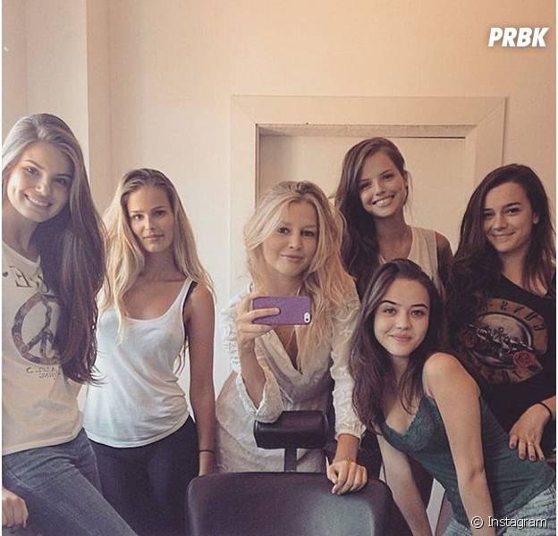 """Camila Queiroz e mais atrizes de """"Verdades Secretas"""" se reúnem em foto no Instagram"""