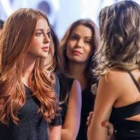 """Novela """"Totalmente Demais"""": Eliza (Marina Ruy Barbosa) e Cassandra brigam durante concurso!"""