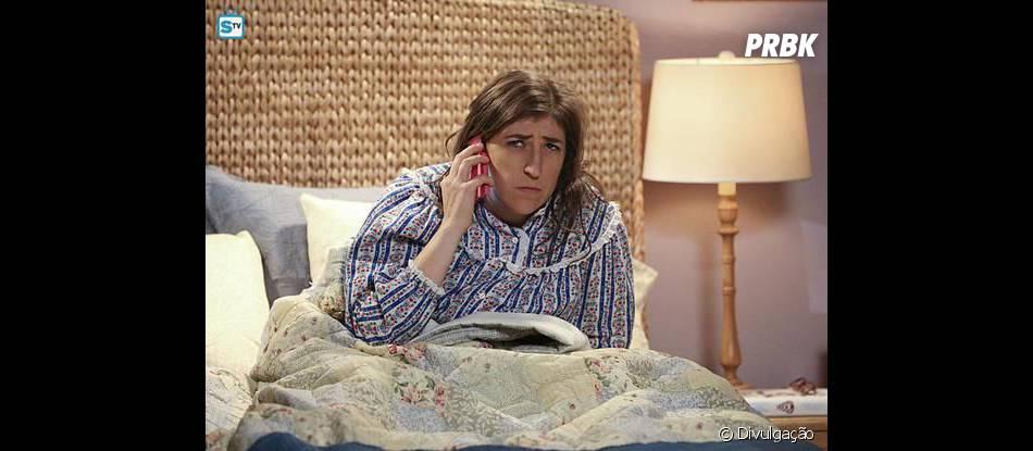 """Em """"The Big Bang Theory"""", Amy (Mayim Bialik) não parece muito feliz depois de primeira noite de amor com Sheldon (Jim Parson)"""