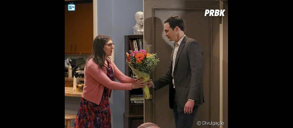 "Sheldon (Jim Parson) surpreende Amy (Mayim Bialik) na midseason finale de ""The Big Bang Theory"""