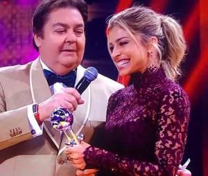 """Grazi Massafera ganha troféu no """"Melhores do Ano 2015"""" por """"Verdades Secretas"""" e mira futuro promissor"""