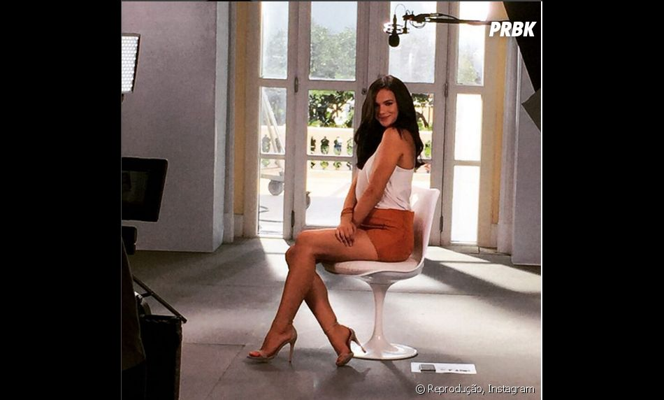 Bruna Marquezine arrasa nas poses para campanha publicitária!