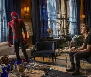 """O Homem-Aranha (Andrew Garfield) se encontra com Harry Osborn (Dane Dehaan) em""""O Espetacular Homem-Aranha 2"""""""