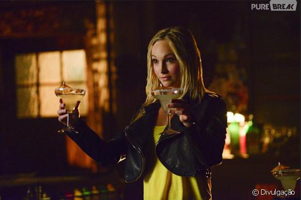 "Em ""The Vampire Diaries"": Caroline (Candice Accola) surta quando sua mãe morre"