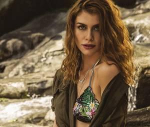 """Alinne Moraes, sucesso em """"Além do Tempo"""", posa sexy e de biquíni para a revista Boa Forma"""