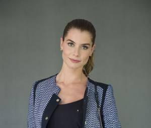 """Na novela """"Além Do Tempo"""", personagem de Alinne Moraes faz muito sucesso"""